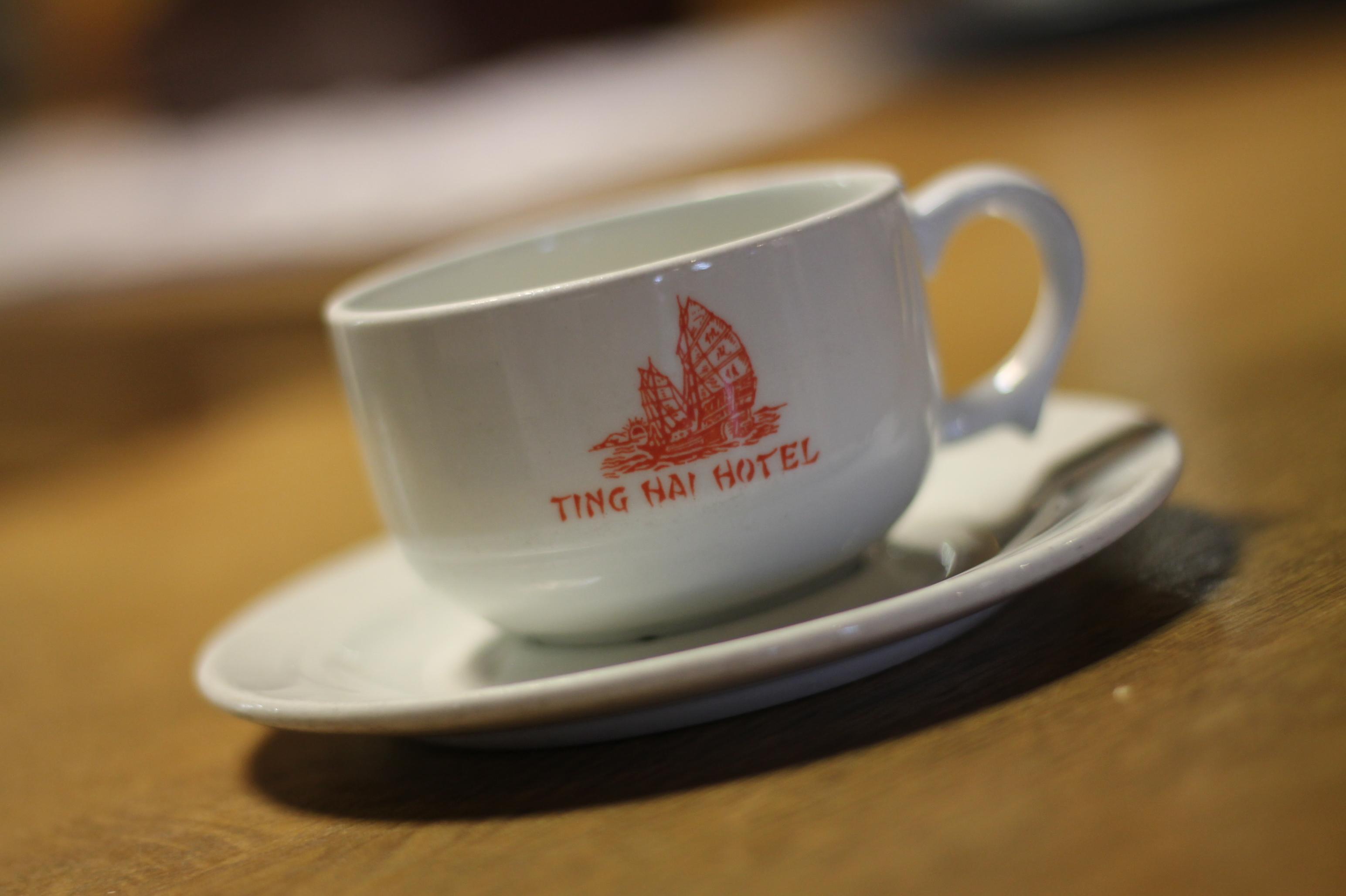 Ting Hai Hotells Kaffe kopp - fra 1986 til 2008 av Ting Hai ikke bare en restaurant, men også et hotell. Denne kaffekoppen viser Ting Hais logo da vi fremdeles var et hotell.