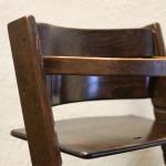 Tripp Trapp stol - Våre gamle barnestoler har vært en støtte for de mange barn som har vokst opp med Ting Hais mat. Tripp trapp stolene brukes fremdeles idag og er av ypperste nordisk design, denne stolen overtok Ting Hai fra Gamle Bondeheimen. Denne stolen er minst 26 år gammel.